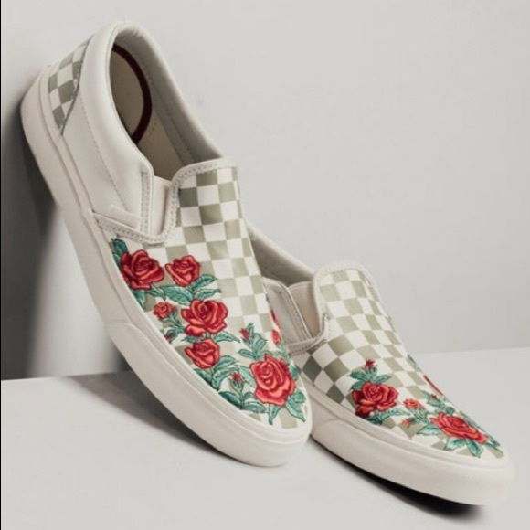 a68af24695c3 NEW Vans Checkered Embroidered Roses Shoes